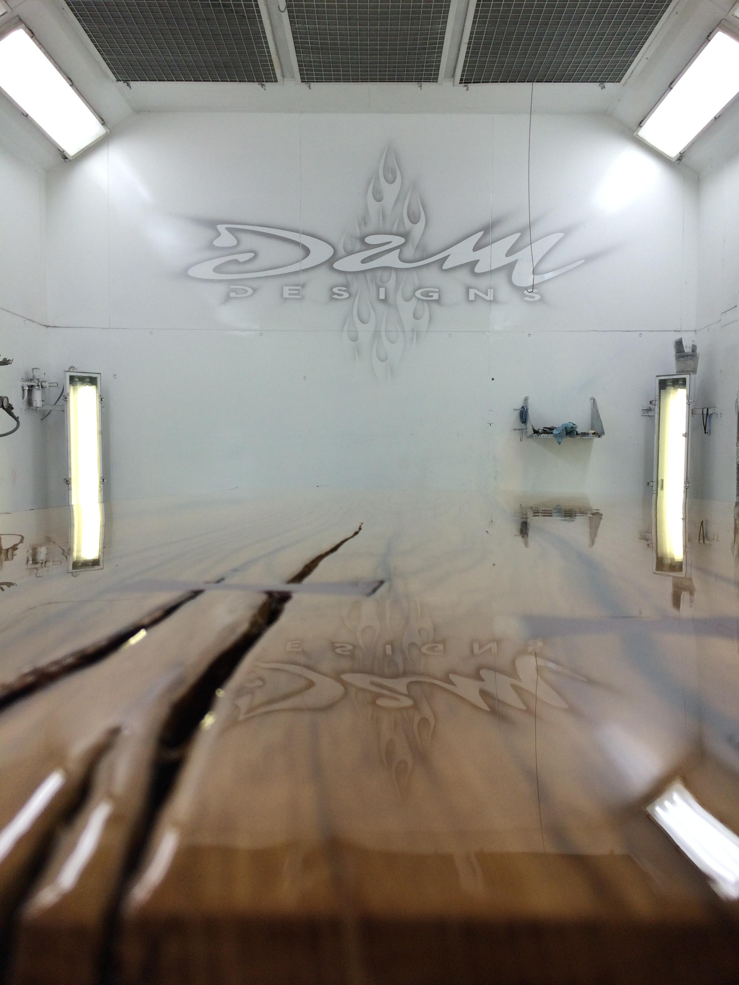 DAM Designs Custom Paint - Liquid Glass tafel met hout