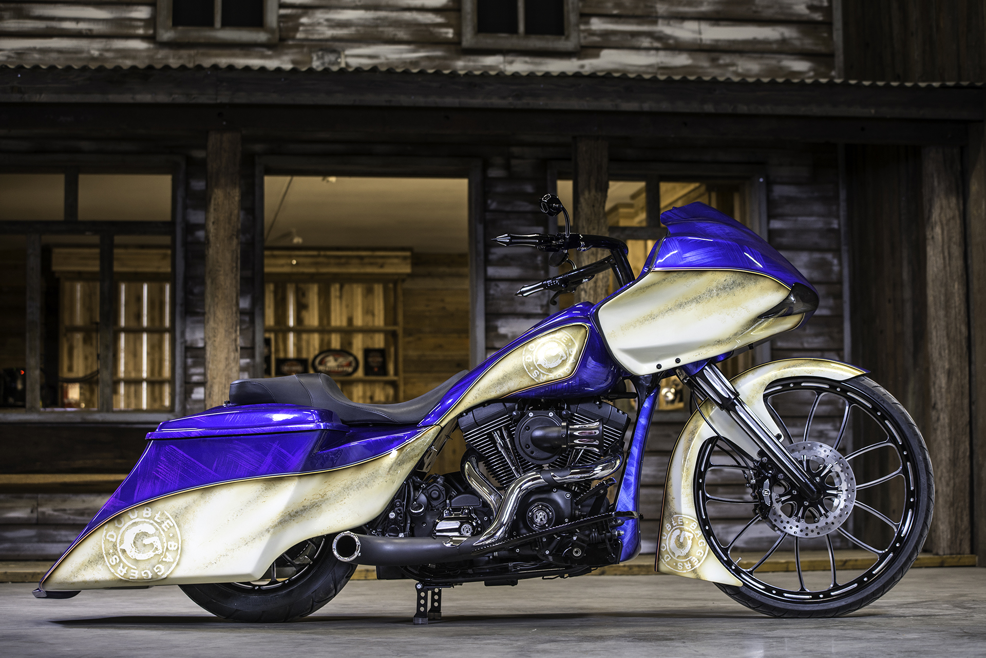 Custom Paint Harley-Davidson Road King van Double G Baggers